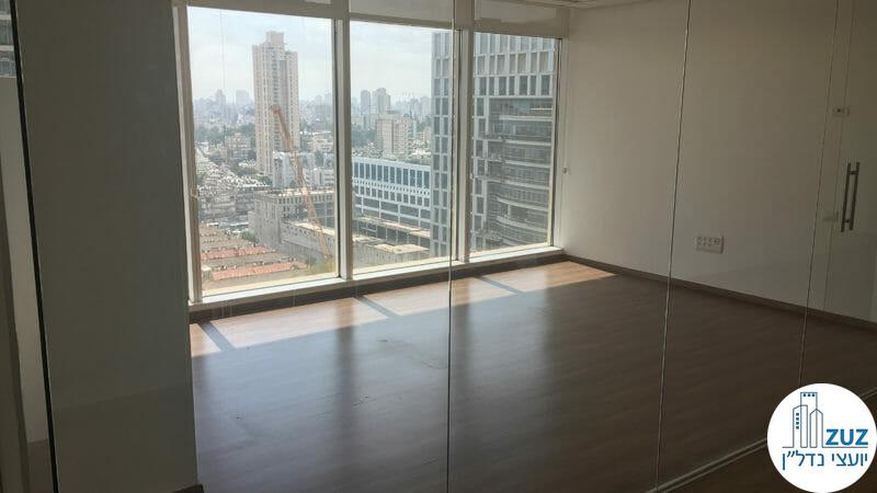 חדר זכוכית במשרד במגדל בסר 3 בני ברק