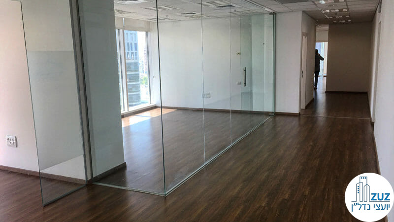 חדר ישיבות במשרד במגדל בסר 3 בני ברק