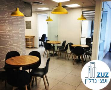 פינת ישיבה במשרד במגדלי אלון תל אביב