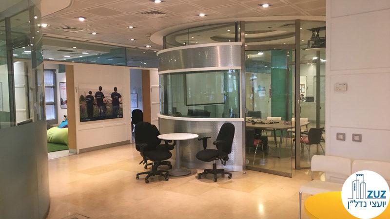 חדר ישיבות שקוף במשרד במגדל פלטינום תל אביב