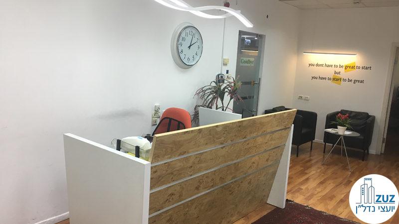 עמדת מזכירה במשרד בבית עמגר תל אביב