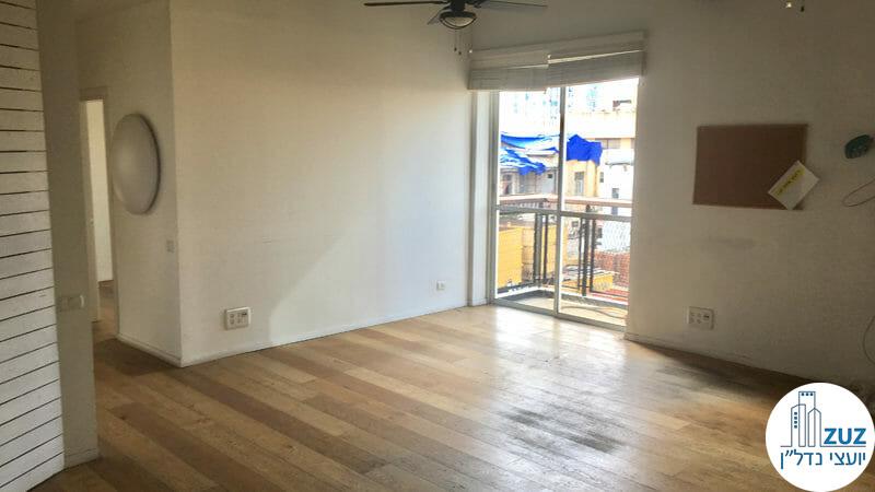 חדר ומרפסת במשרד בשדרות רוטשילד תל אביב