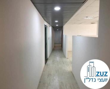 מסדרון במשרד בבית קלקא תל אביב