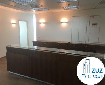 עמדת קבלה במשרד במגדל אמות השקעות תל אביב