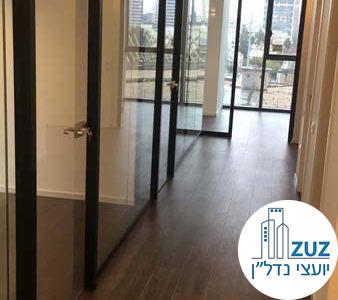מסדרון וכניסה לחדרים במשרד במגדלי הארבעה תל אביב