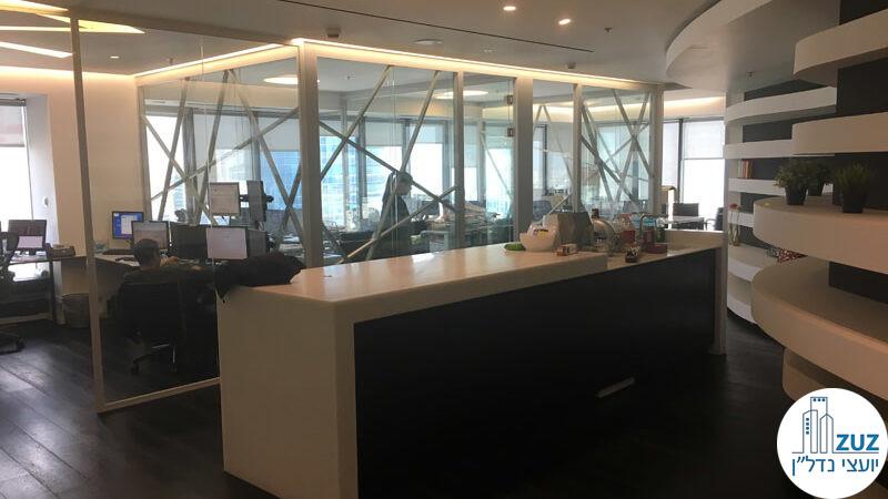 עמדת כניסה וחדרי זכוכית במשרד במגדל לוינשטיין תל אביב