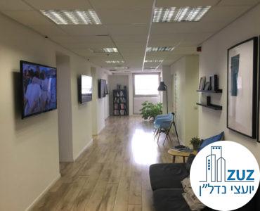 מסדרון ופינת המתנה במשרד במגדל בית אליהו תל אביב