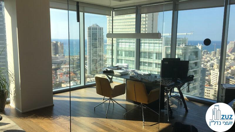 חדר זכוכית פינתי במשרד בשדרות רוטשילד 22 תל אביב
