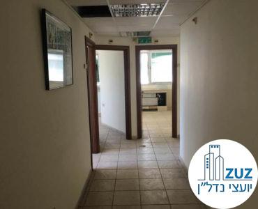 מסדרון וכניסה לחדרים במשרד במתחם בית המשפט תל אביב