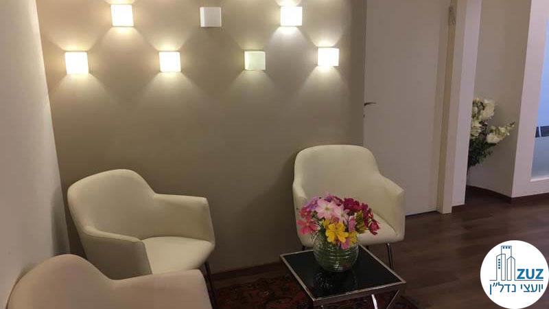 פינת ישיבה במשרד בבית אסיה תל אביב