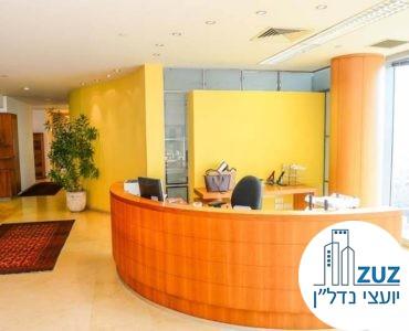 עמדת קבלה במשרד במגדל אלרוב תל אביב
