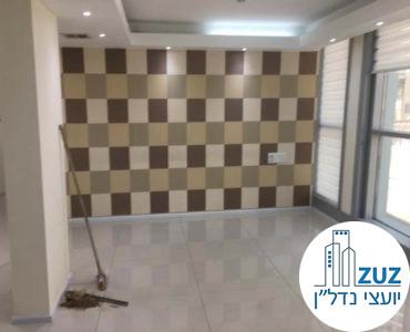 חדר עם קיר מעוצב במשרד ברחוב מנחם בגין תל אביב