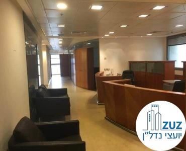 פינת כניסה במשרד במגדל פלטינום תל אביב