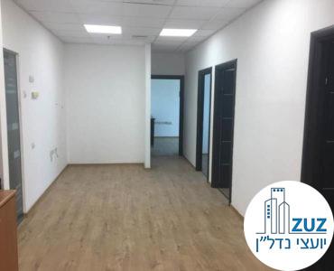 פינת כניסה במשרד בבית עמגר תל אביב