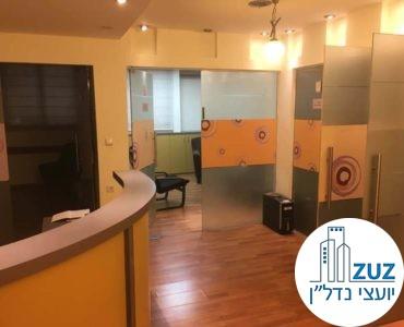 פינת כניסה במשרד ברחוב יגאל אלון תל אביב