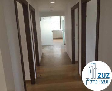 מסדרון וכניסה לחדרים במשרד בבית יעבץ תל אביב