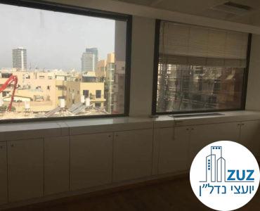 חדר עם חלון במשרד בבית יעבץ תל אביב