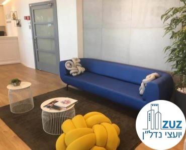 פינת ישיבה במשרד במגדל אמות השקעות תל אביב