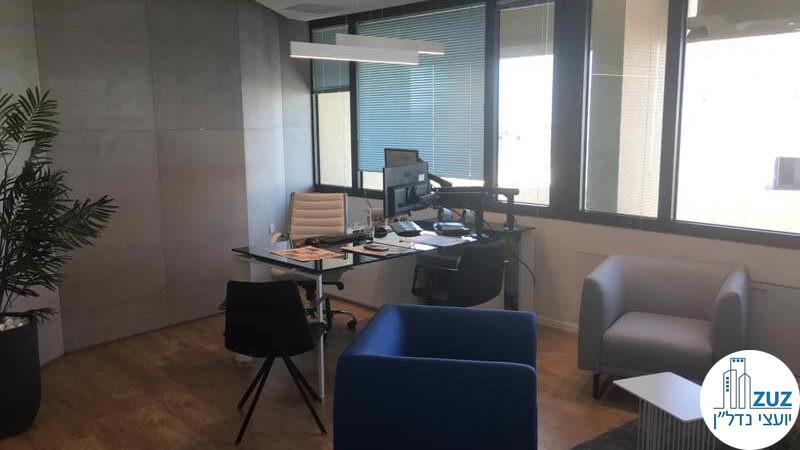 חדר מנכל במשרד במגדל אמות השקעות תל אביב
