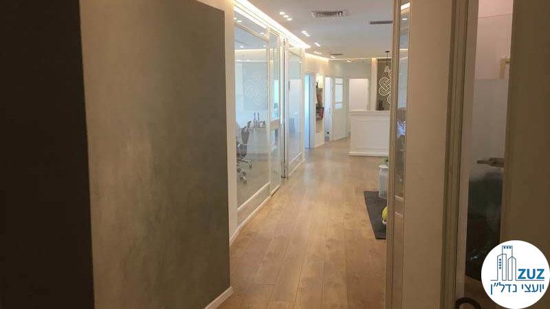 מסדרון במשרד במגדל אמות השקעות תל אביב