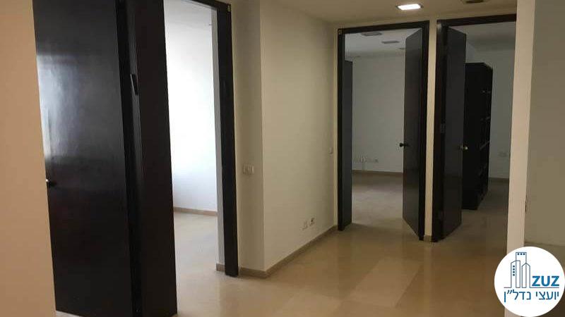 כניסה לחדרים במשרד בבית אירופה תל אביב