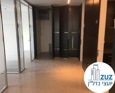 כניסה לחדרים במשרד במגדל המוזיאון תל אביב