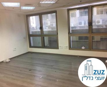 חדר עם חלונות במשרד בבית ויקטוריה תל אביב