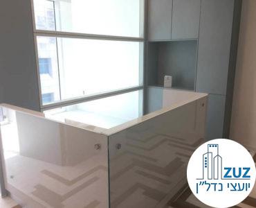 עמדת קבלה במשרד במגדל ויי תל אביב