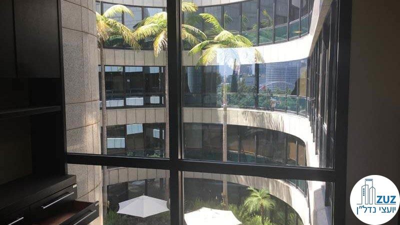 חלון במשרד במתחם בית המשפט תל אביב