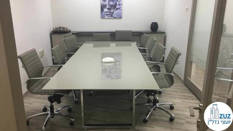 חדר ישיבות במשרד במתחם בית המשפט תל אביב