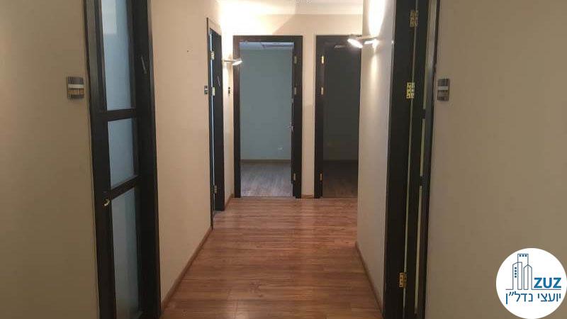 כניסה לחדרים במשרד במתחם בית המשפט תל אביב