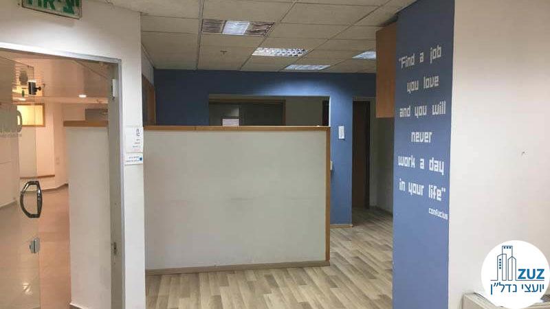 פינת כניסה במשרד במגדל אמות ביטוח תל אביב