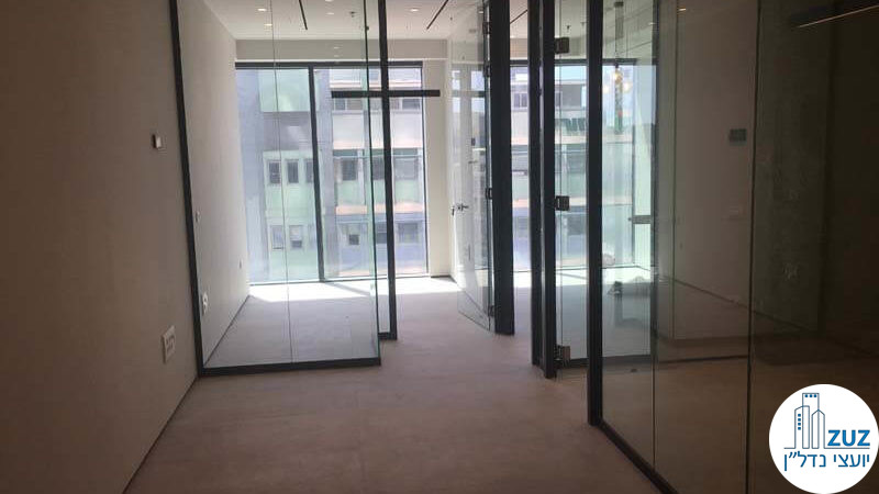 כניסה לחדרים במשרד במגדל חג'ג' הארבעה תל אביב