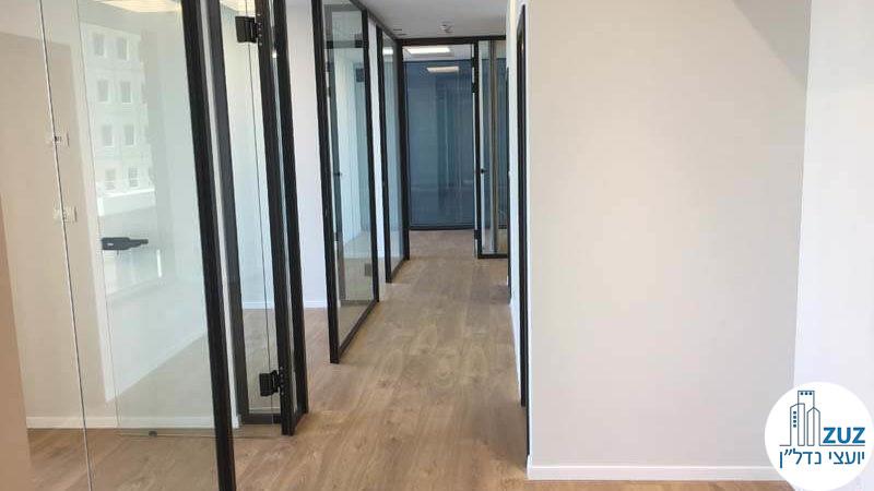 כניסה לחדרים במשרד במגדל הארבעה צפוני תל אביב