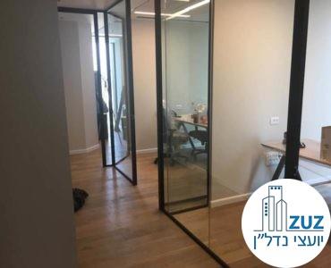 כניסה לחדרים במשרד במגדלי הארבעה תל אביב