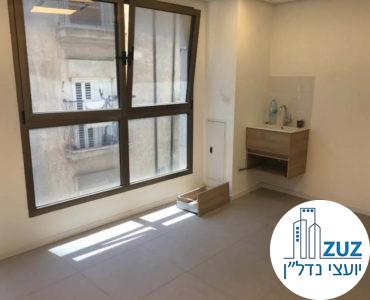 חדר עם חלון בקליניקה בבית הרופאים תל אביב