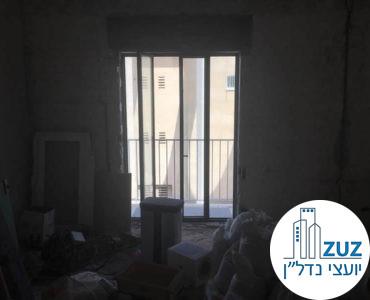 יציאה למרפסת במשרד ברחוב הר סיני תל אביב