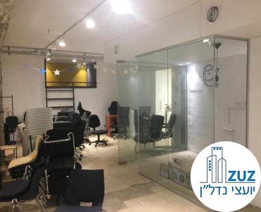 חדר עם קירות זכוכית במשרד ברחוב ריבל תל אביב