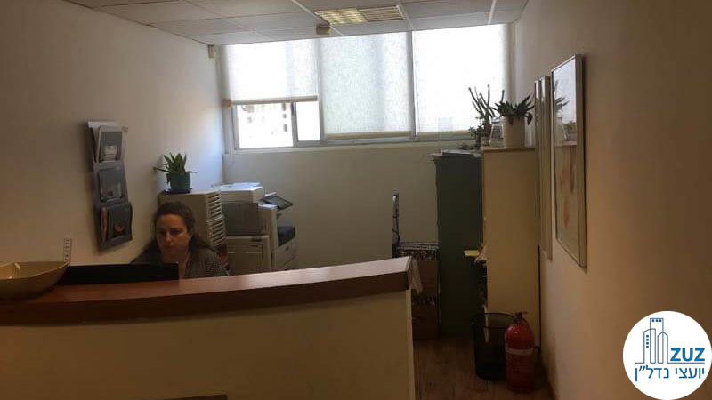 עמדת קבלה במשרד בשכונת מונטיפיורי תל אביב