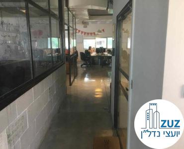 מסדרון במשרד בבית הסגול תל אביב