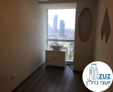 חדר עם כיור במשרד במרכז ויצמן תל אביב