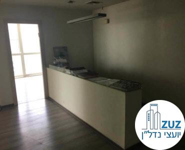 עמדת קבלה קטנה במשרד במרכז ויצמן תל אביב