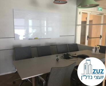 חדר ישיבות במשרד במגדלי אלון תל אביב