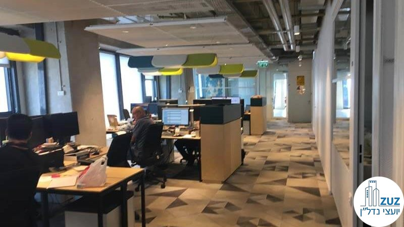 אופן ספייס עם עמדות עבודה במשרד במגדלי אלון תל אביב