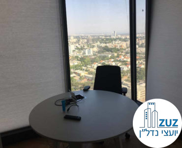 חדר פינתי עם שולחן במשרד במגדלי אלון תל אביב