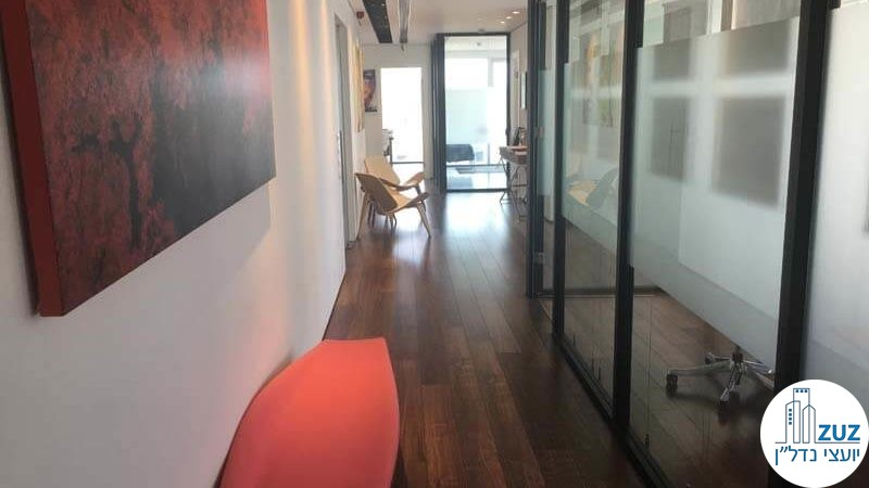 מסדרון במשרד במגדל אלקטרה סיטי תל אביב