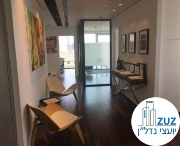 פינת כניסה במשרד במגדל אלקטרה סיטי תל אביב