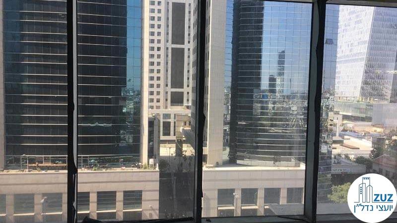 חלון במשרד במגדלי הארבעה תל אביב