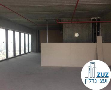 משרד במצב מעטפת במגדלי הארבעה תל אביב