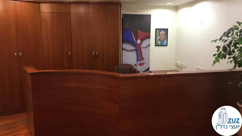 עמדת קבלה במשרד בבית קרדן תל אביב
